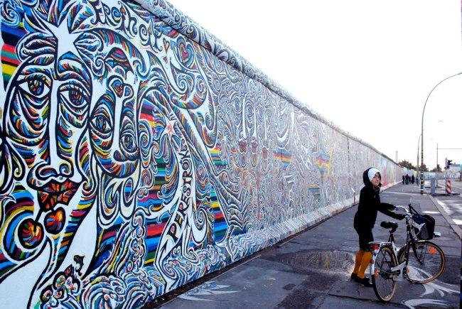 ewe-psychedelic-berlin-wall