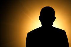 silhouette-d-un-homme-inconnu-28239203