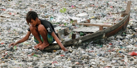 24100_marine_debris_garbage_patch_boy_1_460x230