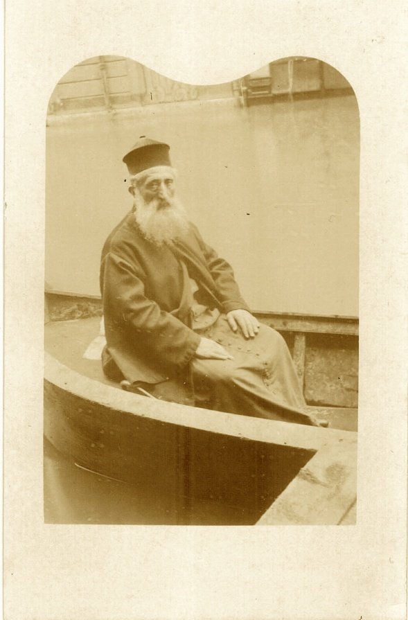 Le père Vramchabouh Kibarian d'Artchouguentz (inondations de 1910 àParis) copie
