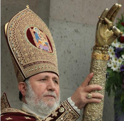 Catholicos-KAREKINE-II-a-Echmeadzine-Consecration-avec-le-dextre-de-St-Gregoire