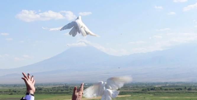 Le-pape-Francois-Catholikos-Gareguine-II-chef-Eglise-apostolique-armenienne-26-juin-2016-Armenie_0_1400_950