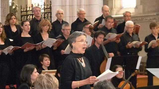 chanteurs-et-musiciens-interpretent-bach